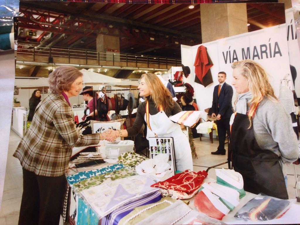 La reina do a sof a visita nuestro stand en el rastrillo - Rastrillos de muebles en madrid ...